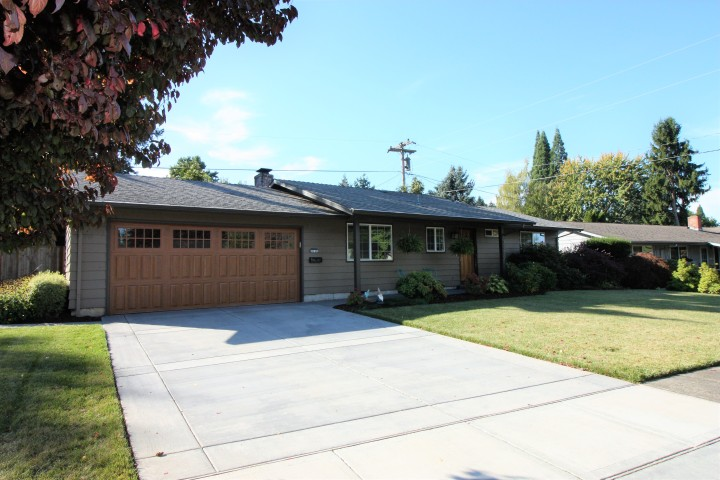 JUST LISTED!  Single-level ranch in the Highlandneighborhood